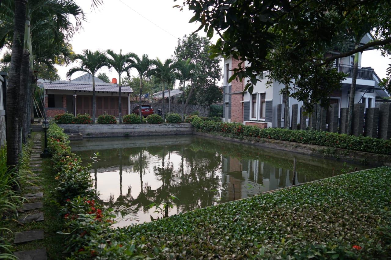 Pesona Air - Jogging track yang mengelilingi villa